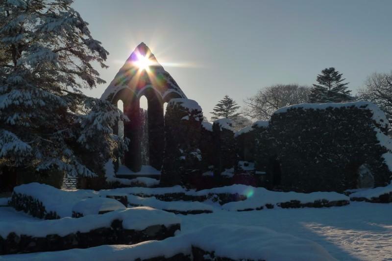 abbey_snow